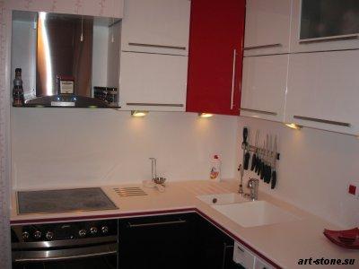 Набор кухонной мебели из искусственного камня POLYSTONE с цветной вставкой из красного кориана (Corian)